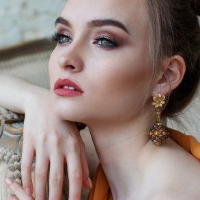 woman wearing makeup that men like
