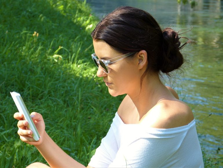 woman on her iphone planning to take a break from social media